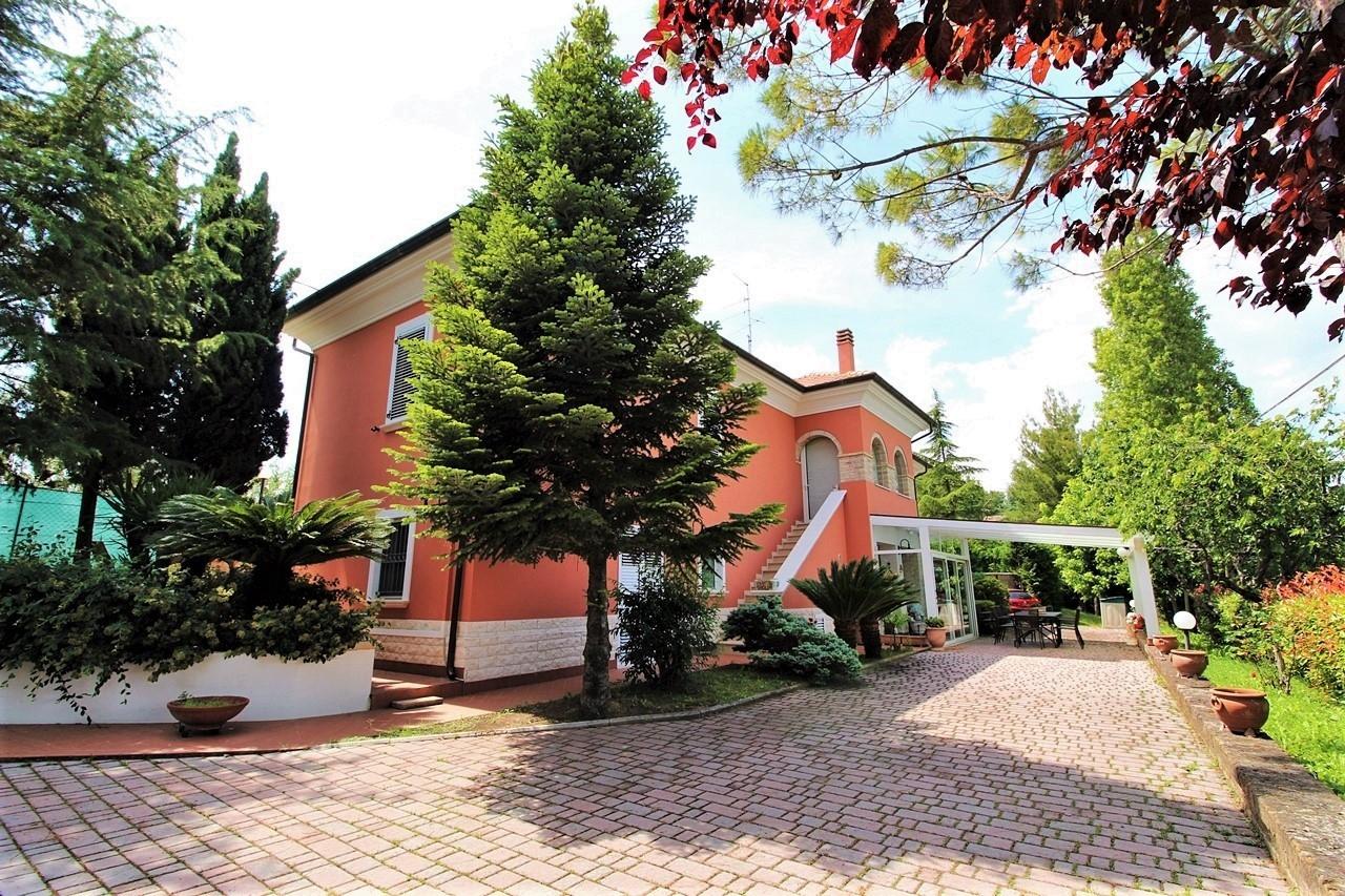 vendita casa singola monteprandone collinare  380000 euro  8 locali  200 mq