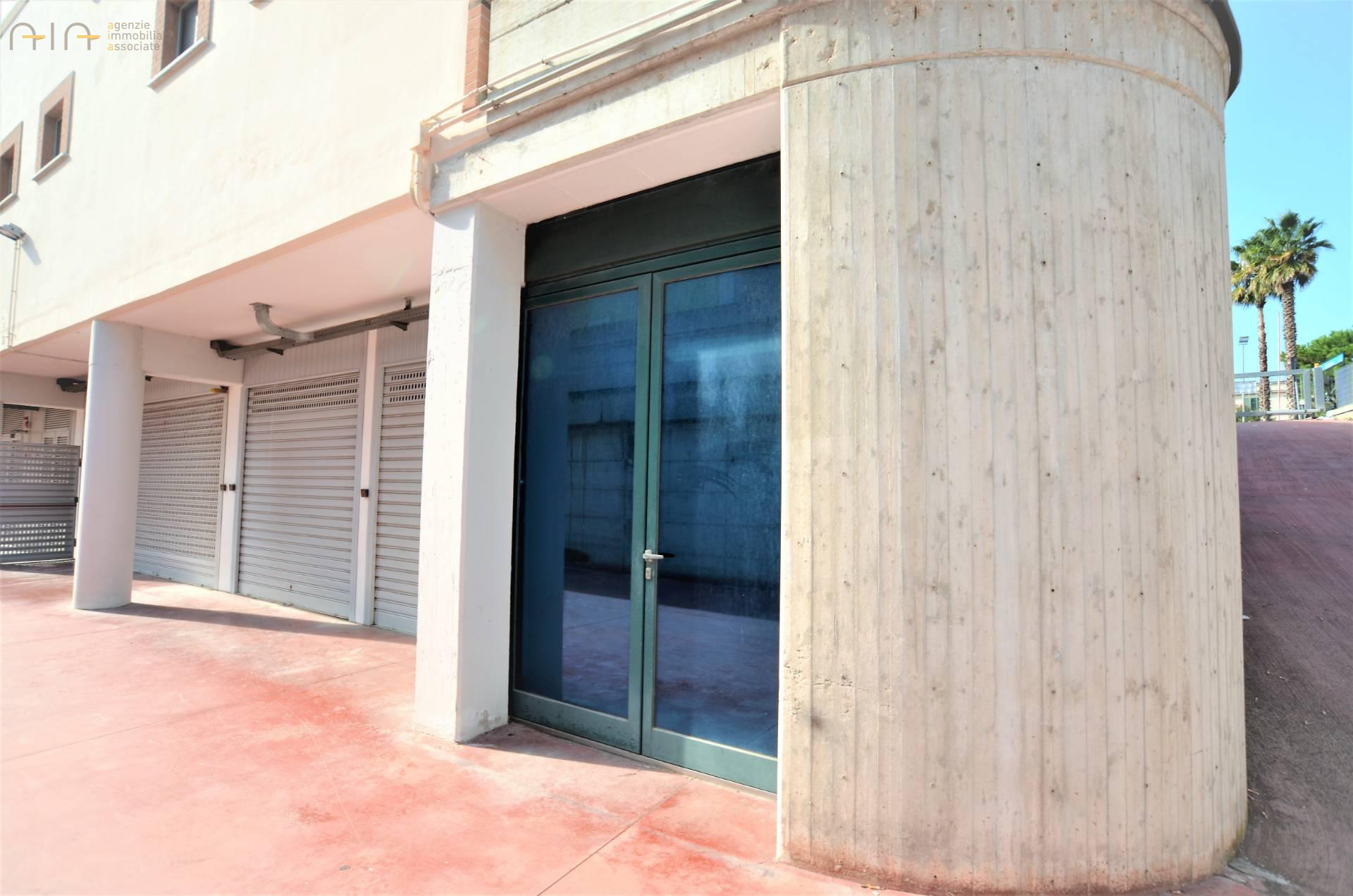 Box / Garage in vendita a San Benedetto del Tronto, 1 locali, zona Località: ResidenzialeSud(aldisopradellass16, prezzo € 74.000 | CambioCasa.it