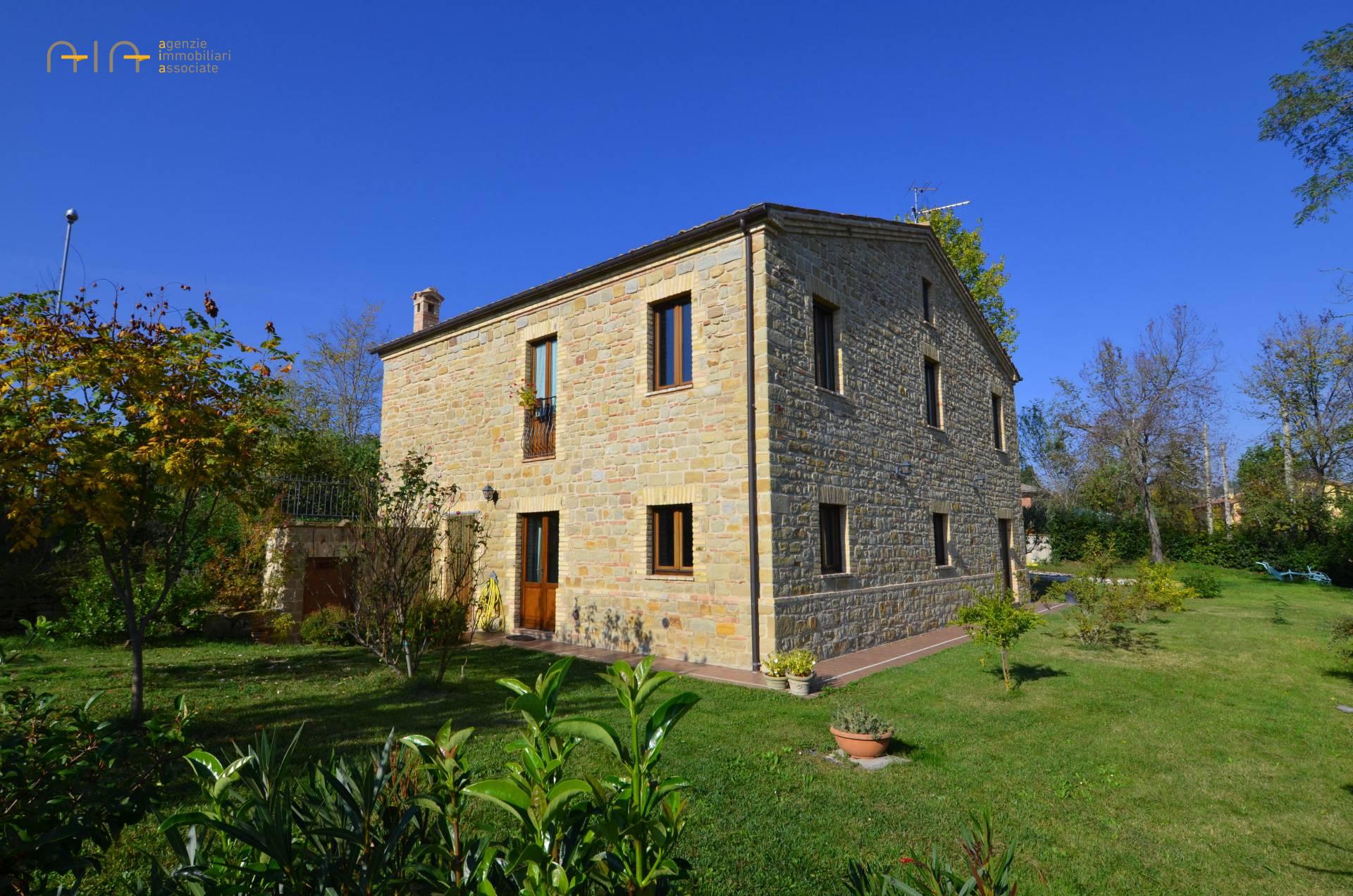 Rustico / Casale in vendita a Gualdo, 7 locali, prezzo € 420.000 | CambioCasa.it