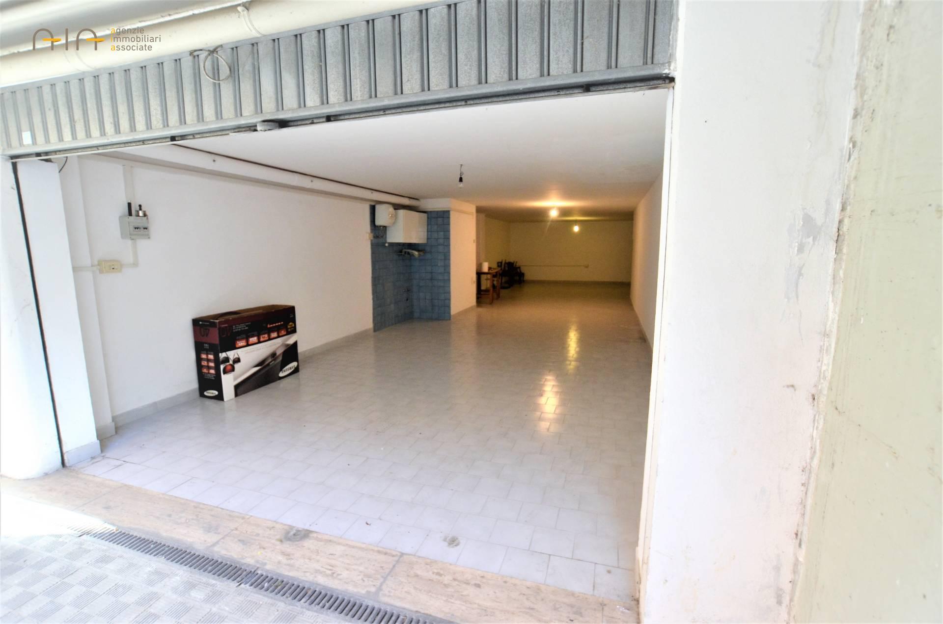 Box / Garage in vendita a San Benedetto del Tronto, 1 locali, zona Località: ResidenzialeSud(aldisopradellass16, prezzo € 55.000 | CambioCasa.it