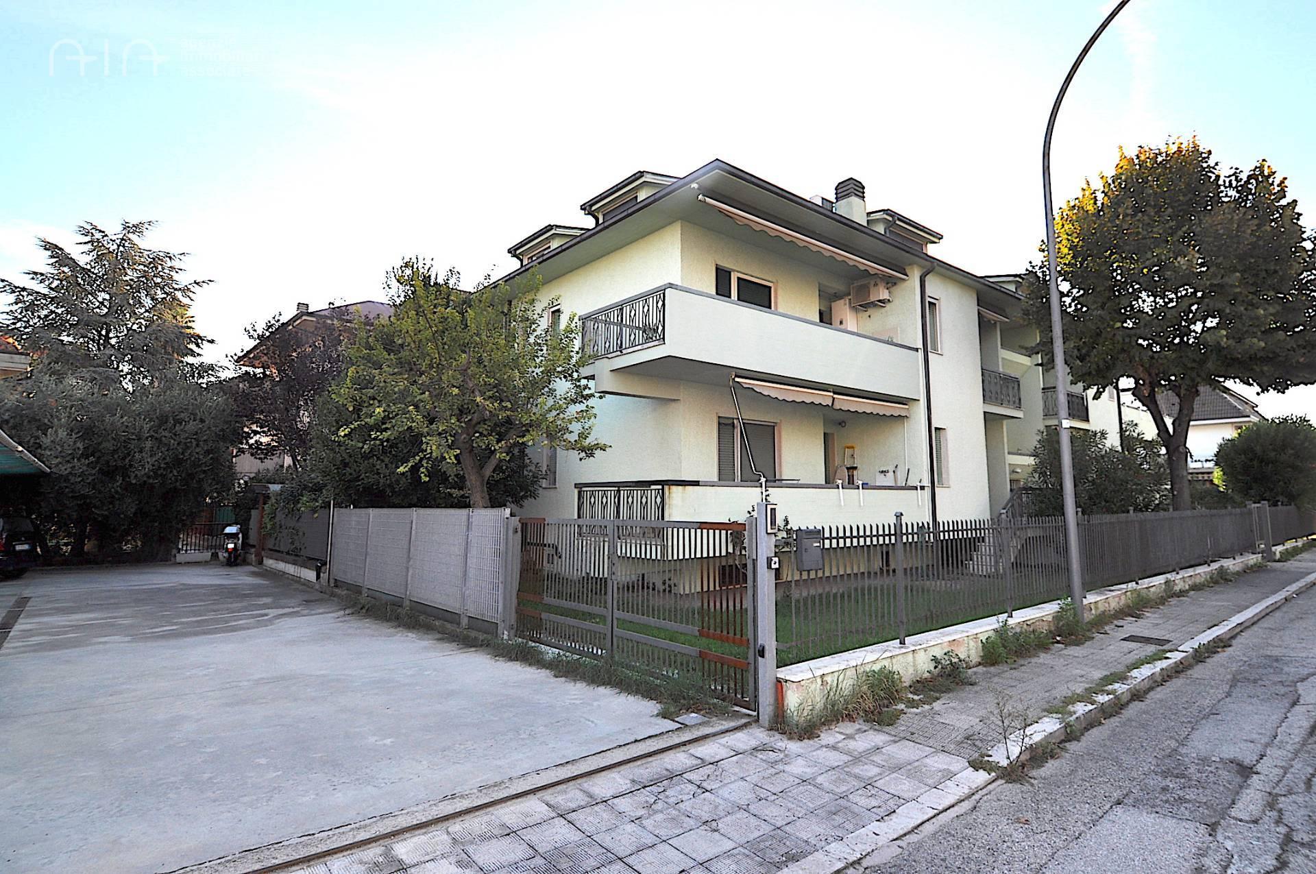 Appartamento in vendita a San Benedetto del Tronto, 4 locali, zona Località: PortoDascolilungomare(zonatraspiaggiaeferrovia, Trattative riservate | PortaleAgenzieImmobiliari.it