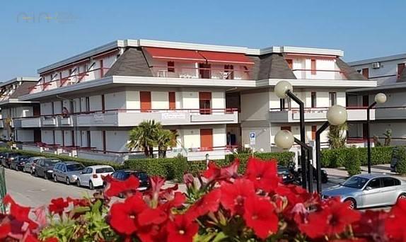 Appartamento in vendita a Martinsicuro, 3 locali, zona Località: Lungomare(tutto, prezzo € 125.000 | CambioCasa.it