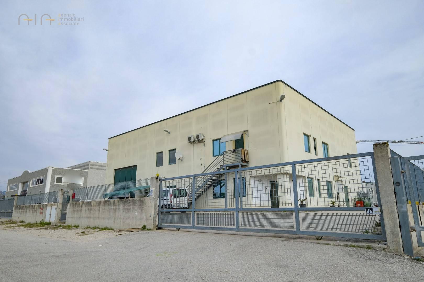 Capannone in vendita a Spinetoli (AP)