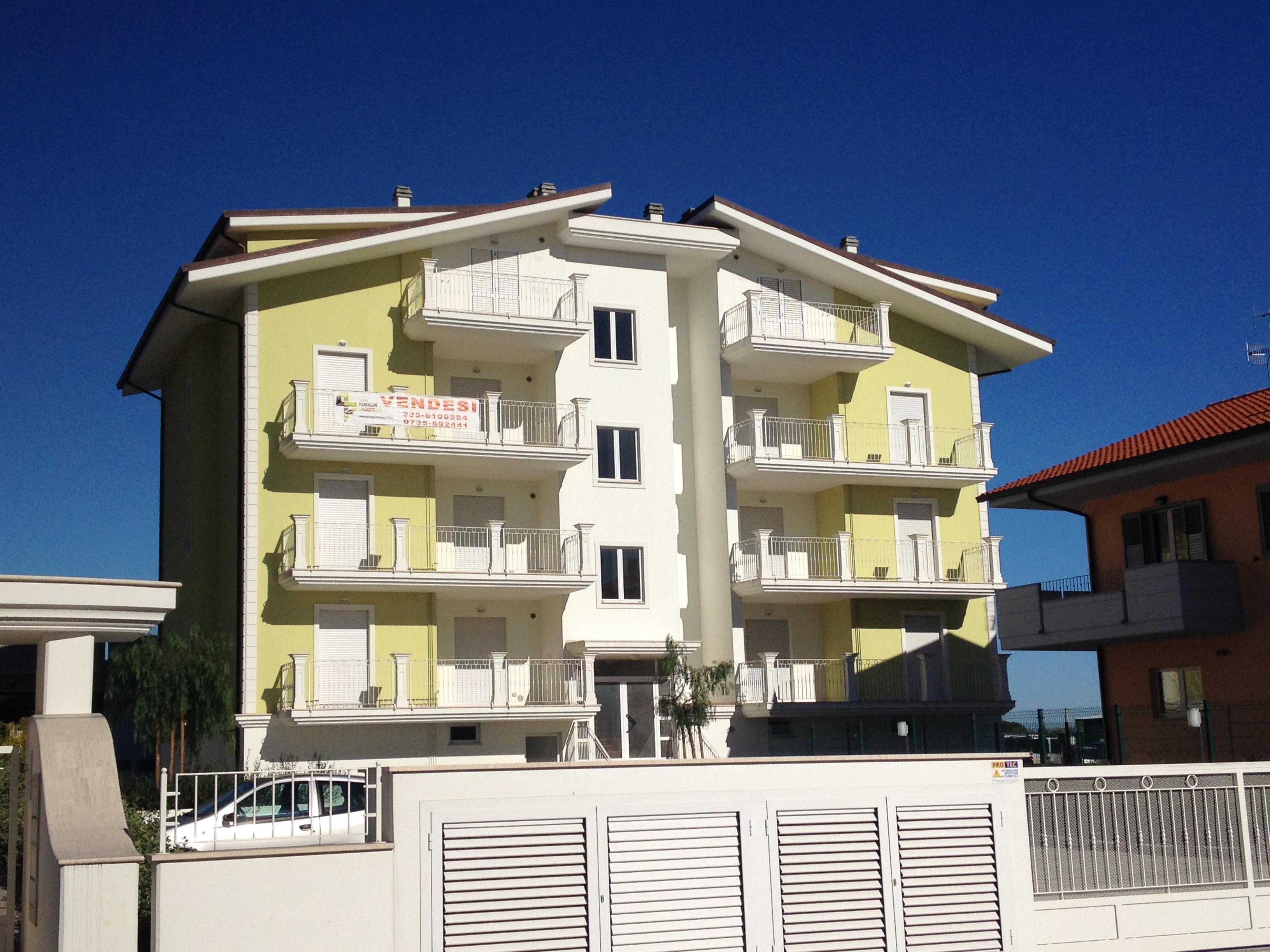 Appartamento in vendita a Martinsicuro, 3 locali, zona Località: Centrale(traLaStatale16EdIlLungomare, prezzo € 133.000 | CambioCasa.it