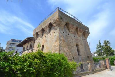 Stabile / Palazzo in Vendita a Alba Adriatica