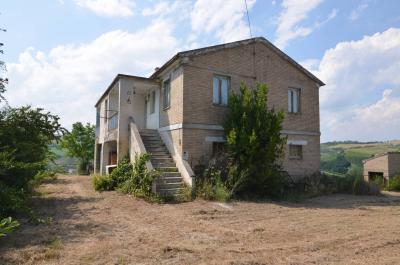 Country House for sale in Castignano