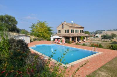 Country House for sale in Monteleone di Fermo