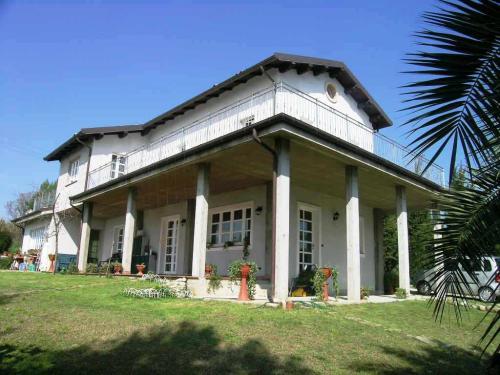Villa in Vendita a Acquaviva Picena