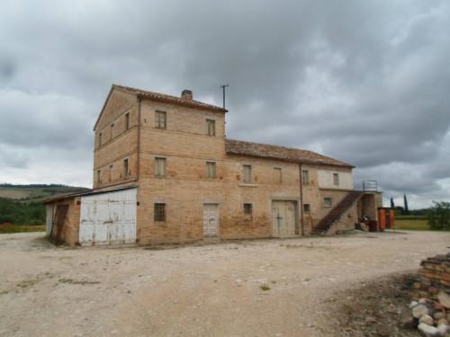 Casale Colonico in Vendita a Fermo