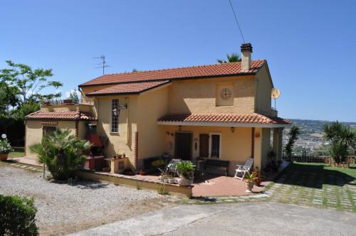 Casale Colonico in Vendita a Colonnella