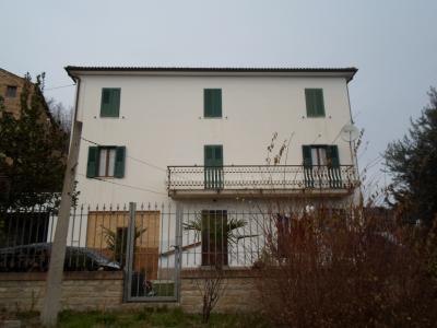 Stabile / Palazzo in Vendita a Montefalcone Appennino