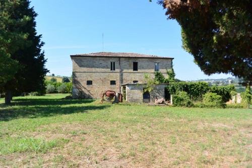 Casale Colonico in Vendita a Monteleone di Fermo