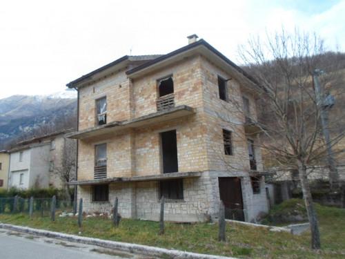 Stabile / Palazzo in Vendita a Montemonaco