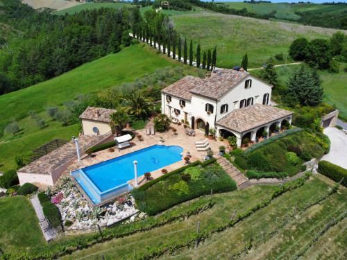Villa for sale in Penna San Giovanni