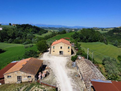 Casale Colonico in Vendita a Petritoli