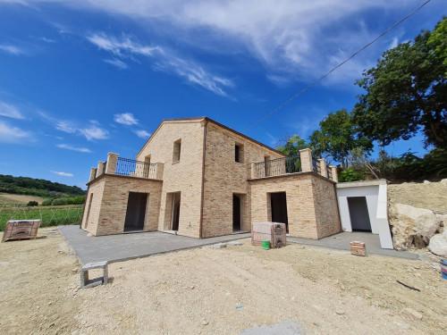Casale Colonico in Vendita a Altidona