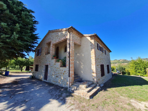 Casale Colonico in Vendita a Sant'Angelo in Pontano