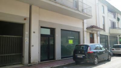 Locale Commerciale / Negozio in Affitto a Grottammare