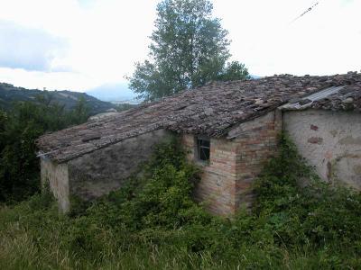 Casale Colonico in Vendita a Cessapalombo