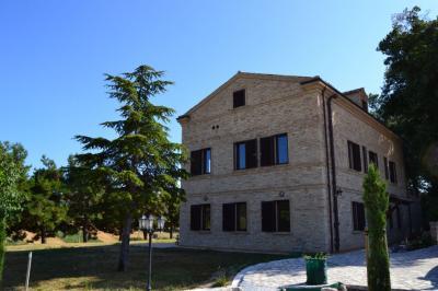 Casale Colonico in Vendita a Lapedona
