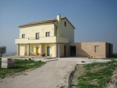 Casale Colonico in Vendita a Montappone