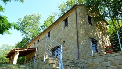 Casale Colonico in Vendita a Gualdo