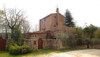 Casale Colonico in Vendita a Sarnano