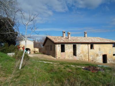 Casale Colonico in Vendita a San Severino Marche