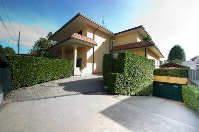 Villa in Vendita a Cardano al Campo