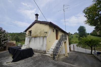 Casale Colonico in Vendita a Torano Nuovo