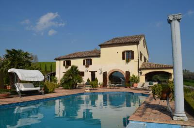 Villa for sale in Penna San Giovanni