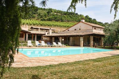 Albergo / Residence / Struttura Ricettiva in Vendita a Montefiore dell'Aso
