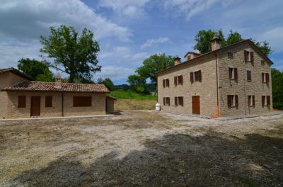 Country House for Sale to Amandola