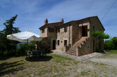 Country House for Sale to Montedinove