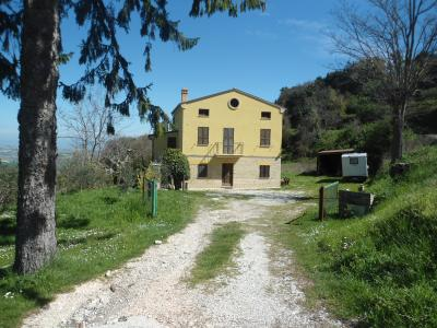 Casale Colonico in Vendita a Monterubbiano