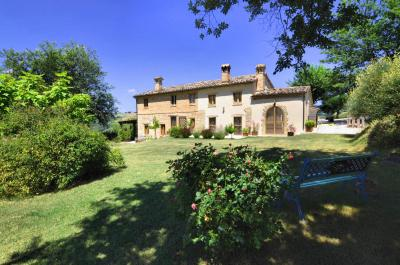 Country House for sale in Loro Piceno