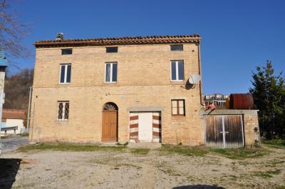 Casale Colonico in Vendita a Carassai