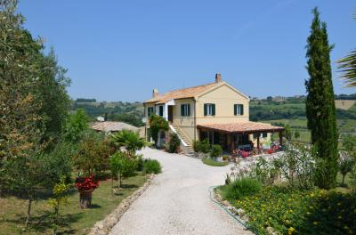 Country House for Sale in Massignano