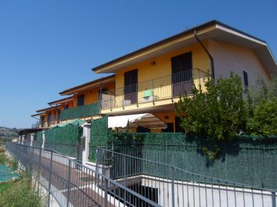 Villino a  schiera / bifamiliare in Vendita a Ortezzano