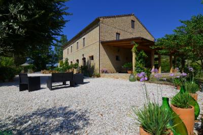 Country House for Sale to Falerone