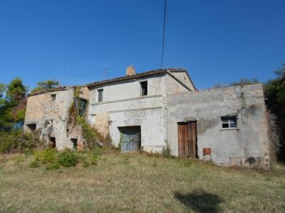 Casale Colonico in Vendita a Cossignano