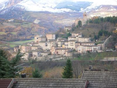 Villino a  schiera / bifamiliare in Vendita a Montefortino