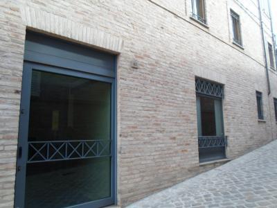 Locale Commerciale / Negozio in Affitto a Amandola
