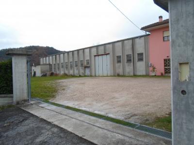 Locale Artigianale / Deposito in Vendita a Amandola