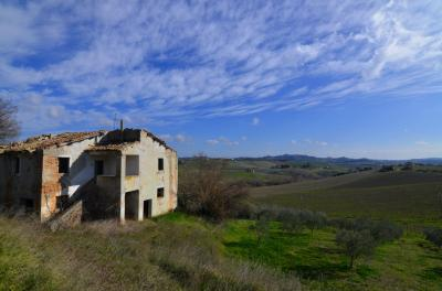 Country House for Sale to Appignano del Tronto