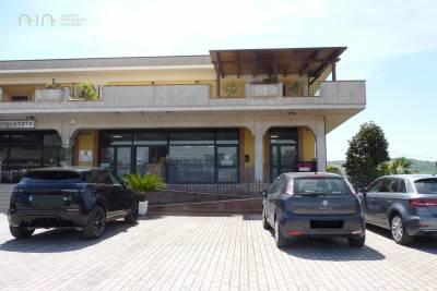 Locale Commerciale in Affitto a Colli del Tronto