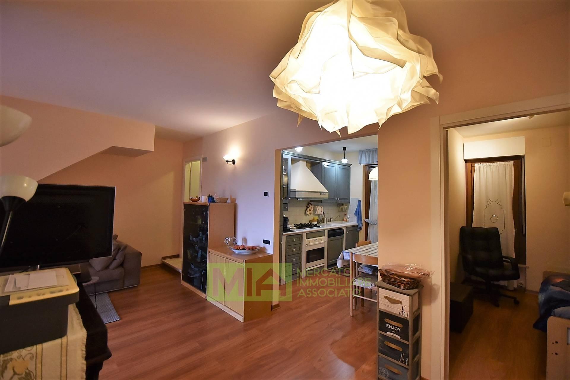Appartamento in vendita a Sarnano, 5 locali, prezzo € 85.000 | PortaleAgenzieImmobiliari.it