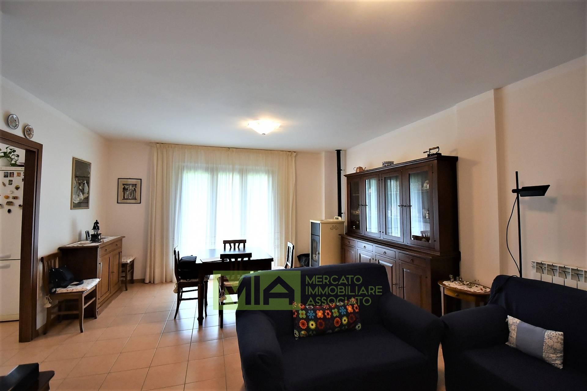 Appartamento in vendita a Sarnano, 6 locali, zona Località: Centro, prezzo € 130.000 | PortaleAgenzieImmobiliari.it