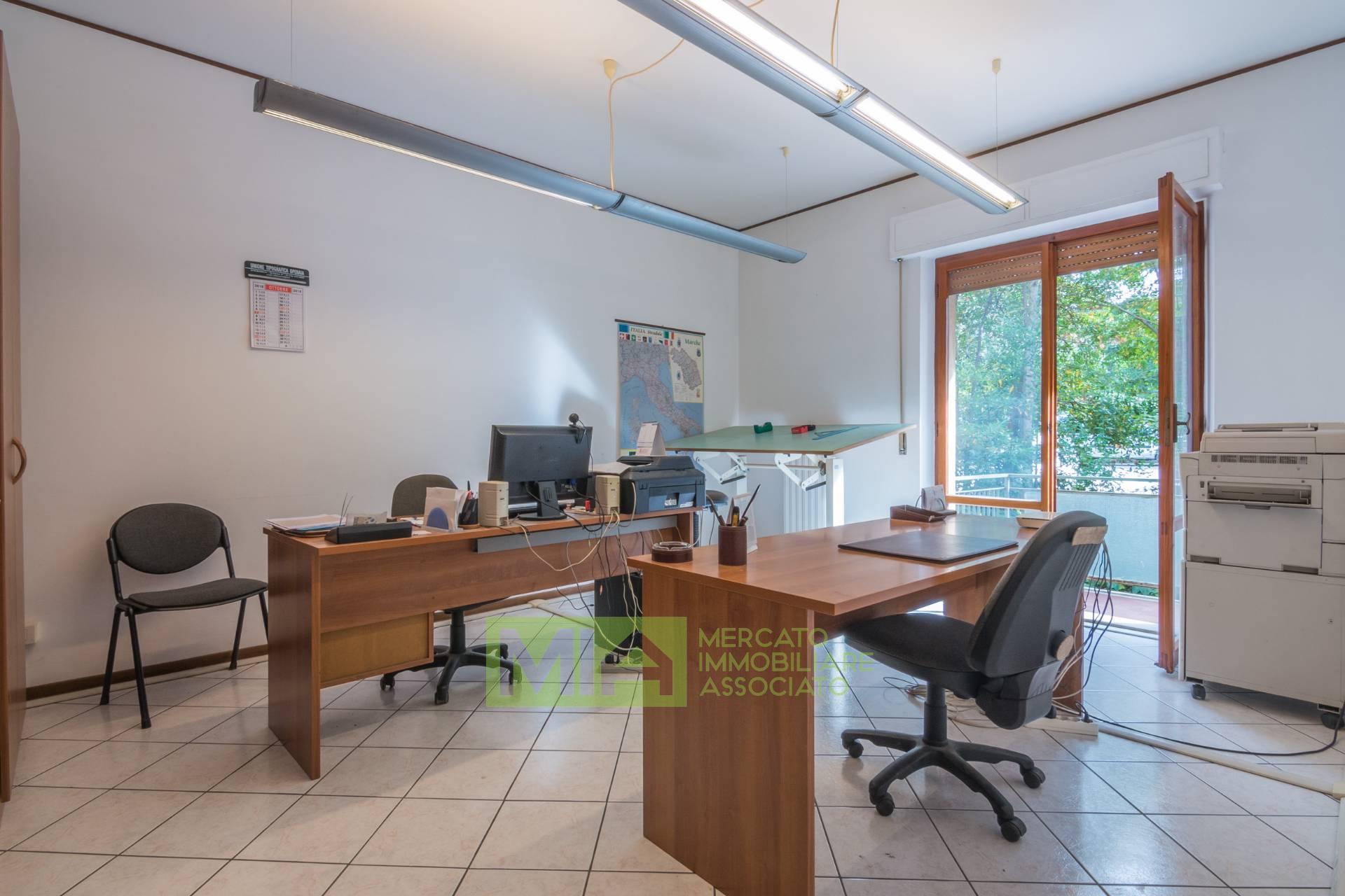 Appartamento in vendita a Macerata, 6 locali, zona Località: STAZIONE, prezzo € 120.000 | CambioCasa.it