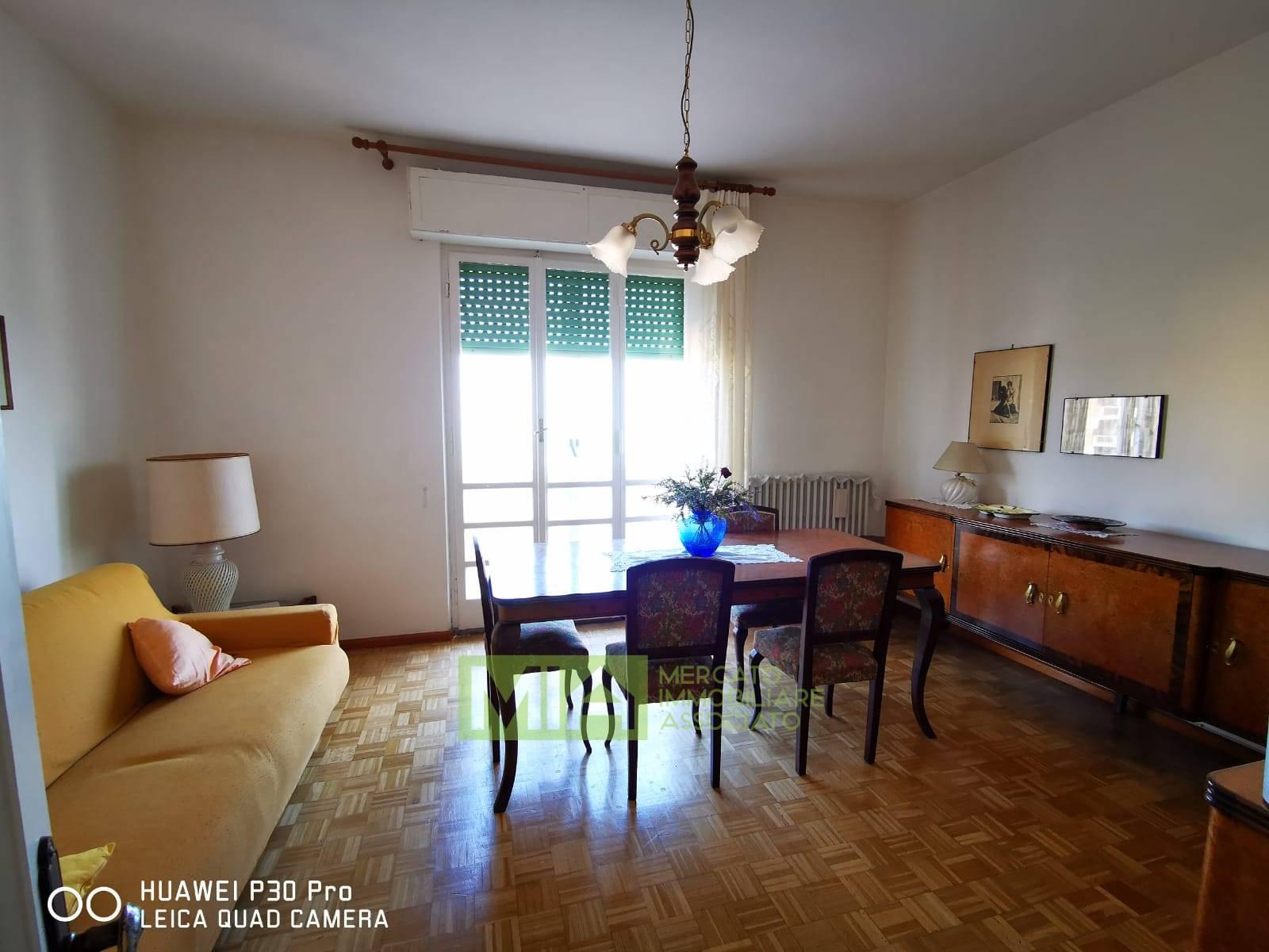 Appartamento in vendita a Recanati, 5 locali, zona Località: CENTRO, prezzo € 70.000 | CambioCasa.it
